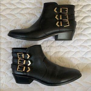 Sz 9 (40) Black Ankle Boots w Gold Details Aldo